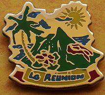 CC 245 ...ÎLE DE LA RÉUNION......département Français De L'océan Indien.. - Pin's