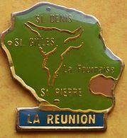 CC 247 ...ÎLE DE LA RÉUNION......département Français De L'océan Indien..VILLES DE / ST PIERRE / ST GILLES / ST DENIS / - Pin's
