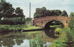 Postcard The Canal At Simpson Fenny Stratford Milton Keynes [ Grand Union Canal Interest ] My Ref  B12124 - Buckinghamshire
