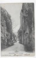 (RECTO / VERSO) ROUTE DE BELLEY A YENNE EN 1902 - LES GORGES - BEAU CACHET - CPA VOYAGEE - Belley
