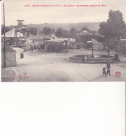 MONTBARD - La Place Gambetta Après La Fête - Montbard