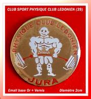 SUPER PIN'S CLUB HALTEROPHILIE : PhYSIQUE Club LEDONIEN (Lons Le Saunier) JURA émail Base Or + Vernis, Diamètre 2cm - Weightlifting