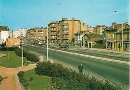 93 -STAINS - L'Avenue Stalingrad - Carte Animée - Plusieurs Anciennes Voitures - Cpm - Pas écrite - - Stains