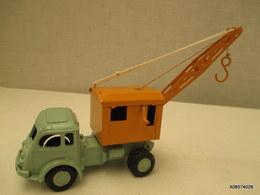 Voiture 1/43 Em  C I J  TRACTEUR ROUTIER RENAULT Peinture    Verte  Et Jaune   Tres Bon Etat - Toy Memorabilia