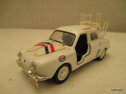 Voiture 1/43 Em  NOREV Caravane Du TOUR DE FRANCE RENAULT DAUPHINE  Peinture D'origine Blanche  Tres Bon Etat - Toy Memorabilia