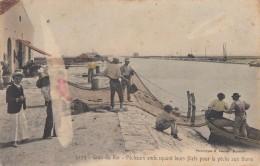 CPA - Le Grau Du Roi - Pêcheurs Embarquant Leurs Filets Pour La Pêche Aux Thons - Le Grau-du-Roi