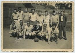 Guerre De 1939-45 . Equipe De Football De Prisonniers Au Stalag IV C (Wistritz , République Tchèque ). - War, Military
