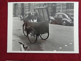 CPM ROBERT DOISNEAU KISS BAISER 1950 - Doisneau