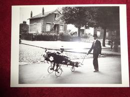 CPM ROBERT DOISNEAU DADDY'S PLANE 1934 L'AVION DE PAPA - Doisneau