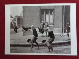 CPM ROBERT DOISNEAU BROTHERS FRERES 1937 - Doisneau