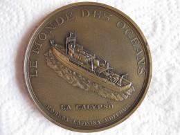 MEDAILLE LE MONDE DES OCEANS LA CALYPSO COMMANDANT J.Y. COUSTEAU. Gravée Par R. TUBOC - France