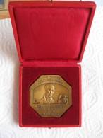 Médaille Caisse Epargne Rhone Alpes Auvergne. B Delessert . Attribué à Carton 1976 Valence ,par Gregoire 1935 - Non Classificati