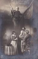 AK Deutscher Soldat Mit Familie - Die Fahnen Flattern Hoch Im Wind... - Patriotika - Feldpost Wiederitzsch 1915 (34660) - Guerre 1914-18