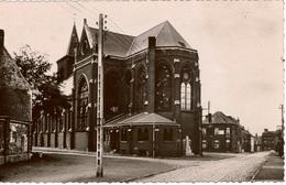 Cpsm 59 NEUVILLE (-en-FERRAIN)  L'Eglise St-Quirin  (le Monument Aux Morts Du XIXè Situé Derrière, La Rue De Tourcoing) - France