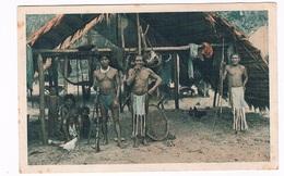 SUR-61   SURINAME : Indianen Voor Hun Hut - Surinam