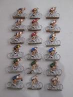 Lot De 18 Cyclistes Starlux - 1/32 ème - Très Bon état - Starlux