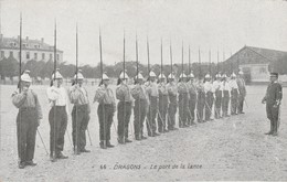 Militaria : DRAGONS : Le Port De La Lance : (au Dos Pub. Chocolat De La Grande Trappe) - Regiments
