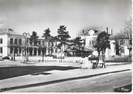 CPSM - 01 - AMBERIEU-en-BUGEY -  Les Ecoles  - Très Bon état - - Otros Municipios