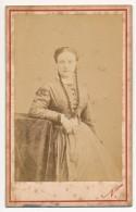 Photo Ancienne XIXe CDV C. 1870 Portrait D'une Femme Photographe Nadar Grand Hôtel Paris - Photographs