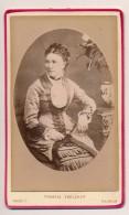 Photo Ancienne XIXe CDV C. 1880 Portrait D'une Femme Bourgeoise Photographe Francis Voelcker Saumur - Anciennes (Av. 1900)