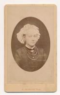 Photo Ancienne XIXe CDV C. 1880 Portrait D'une Jolie Jeune Femme Coiffe Costume Photographe Maunoury Angers - Old (before 1900)