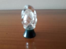 """REVILLON   Flacon """"ampoule"""" Bch Bakélite Vert 3,2cm MAIS SANS ETIQUETTE ( Donc Sans Nom ) Detchema?   Et Vide - Vintage Miniatures (until 1960)"""