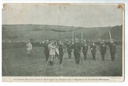 20614   CPA  Le Général Mazillier Remet La Fouragère Au Drapeau Du 1er Régiment De Tirailleurs Marocains ! - Personaggi