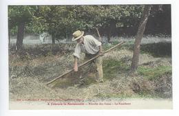 CPA À Travers La Normandie Récolte Des Foins Le Faucheur - Cultures