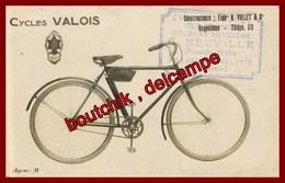 Villebois Lavalette  * Carte Photo * établissement Neuville Place Des Halles * Vente Réparation  * Cycles Valois  * Vélo - Autres Communes