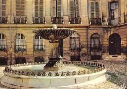 CPM - 13 - AIX-EN-PROVENCE - La Place D'Albertas, La Fontaine Et Les Hôtels Du XVIIIe S. - Aix En Provence