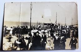 Carte Photo Procession Religieuse Bord De Mer Certainement Normandie Fête Du 15 Août à Identifier - A Identifier
