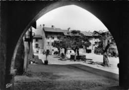 73-ALBERTVILLE- LA PLACE DEPUIS LES ARCADES DU MUSEE - Albertville