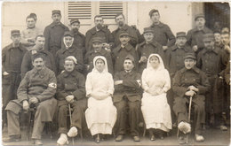 Carte Photo Non Localisée - Soldats Dont Blessés Avec Infirmières De La Croix Rouge    (106079) - Salute