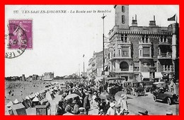 CPA (85) LES SABLES D'OLONNE.  La Route Sur Le Remblai, Très Animé, Voiture Ancienne...B301 - Sables D'Olonne