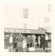 Photo (1968) : SAINT-TROPEZ (83, VAR), Sur Le Port, Magasin, Animée, Touristes... - Lieux