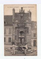 Autun Antique. Fontaine Saint Lazare. Facteur. Enfants. - Autun