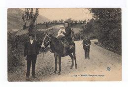 Famille Basque En Voyage. Bébé. Mulet. (2826) - Europe