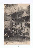 L'Auvergne. Vieux Coin. Cour De Ferme. Attelage De Boeufs. Fileuse De Soie. (2828) - Fermes
