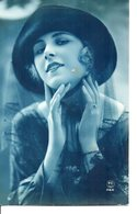 Vraie Photo Bleue . Femme Au Chapeau - Femmes