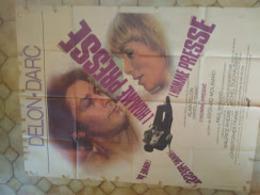 Affiche Cinéma 160 X 120 L'homme Pressé Delon Darc (traces De Scotch Tout Autour Coin Abimé) - Posters