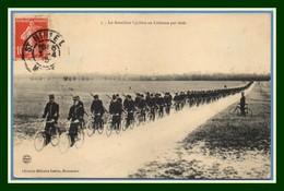 """CPA Le Bataillon Cycliste En Colonne Par Trois Voy 1910 St Mihiel (pli En BG, Voir !) """"impressionnant Défilé"""" Vélo - Saint Mihiel"""