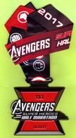 Disney Médaille Avec Ruban Avengers Super Heroes Half (1/2) Marathon (10cmX10cm) RARE (Pas Un Pin's) - SP12 - Tokens & Medals
