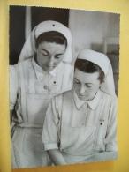 B19 3722 CPSM GM. BATAILLE DE FRANCE 1944. DEUX INFIRMIERES DE LA CROIX ROUGE FRANCAISE, AU CHEVET D'UN MALADE. - Croix-Rouge