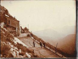 Lot De 2 Photos Du Col Du Rousset, 21 Mai 1923 - Jeux De Boules, Vieux Tacot - Places