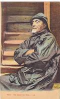 Cpa,marrin ,un Loup De Mer ,concentration Pipe à La Bouche,cirée ,dans Son Bateau ,calle,métier à Risque - Pêche