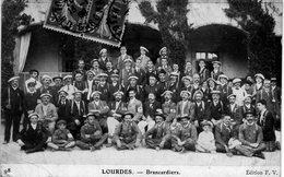 LOURDES..BRANCARDIERS - Lourdes