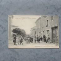 CPA-30-TAVEL-Place Du Centre-Epicerie-Animée - Altri Comuni