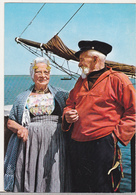 Netherlands Old Circulated Postcard - Folklore - Zeeland Folk Costumes - Europe
