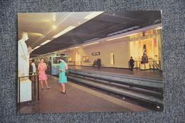 """PARIS - Le Métro :Station """" LOUVRE"""", Un Musée Dans Le Métro - Subway"""