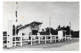 33 - CENTRE HÉLIOMARIN DE MONTALIVET - L'Entrée Du Camp - Ed. De La Vie Au Soleil N° 19 - Autres Communes